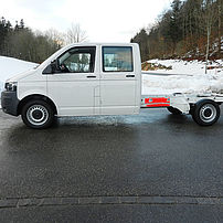 Lightweight commercial vehicle with extended wheelbase