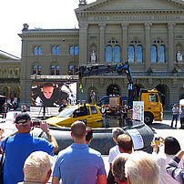 Demonstration showing how to rescue passengers from submerged vehicles on the Bundesplatz in Bern