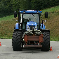 Steering assistance failure check for an agricultural tractor